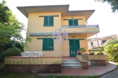 Lucca-Pietrasanta-Tonfano